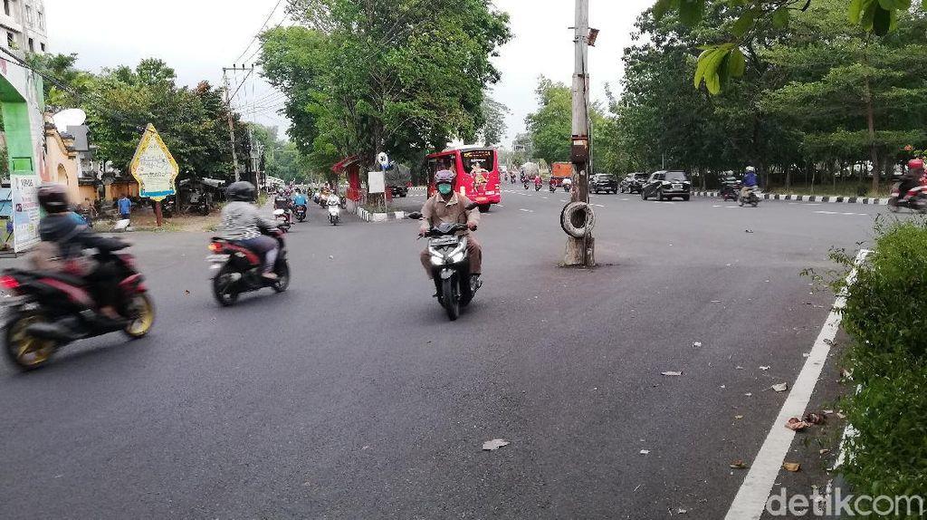 Tidak Hanya di Jakarta, Tiang Listrik Offside Juga Ada di Solo