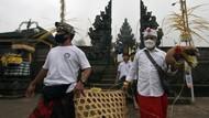 Intip Ritual Penyucian Hewan Kurban di Bali