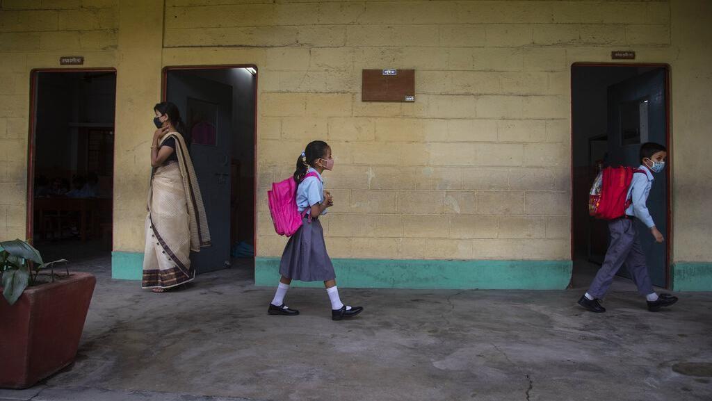 Akhirnya, Siswa di India Kembali Belajar di Sekolah