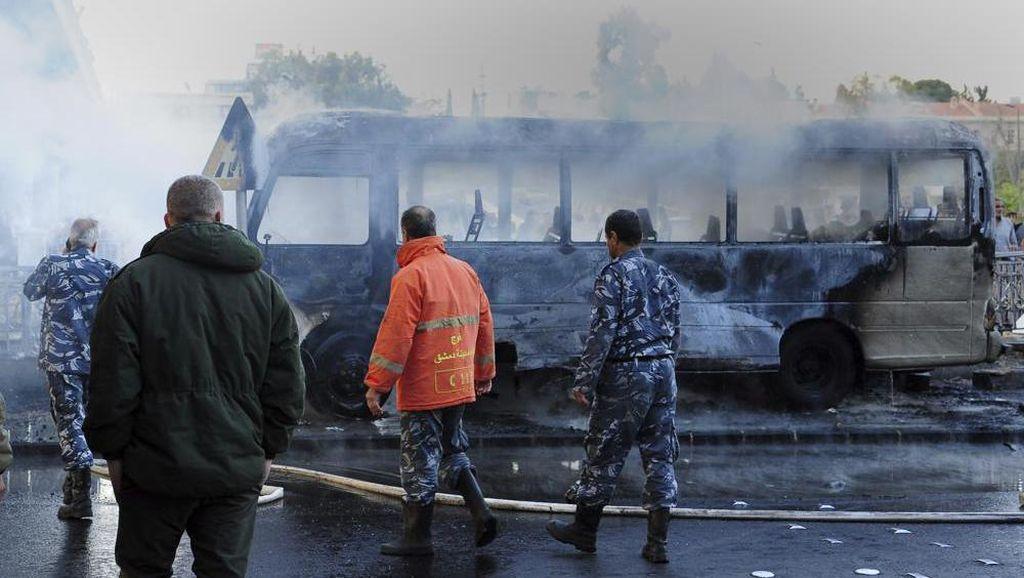 Ngeri! Penampakan Bus Militer Suriah Diserang Bom, 14 Orang Tewas