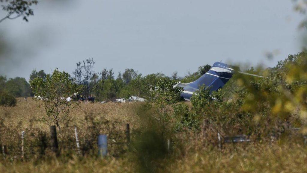 21 Orang Selamat Usai Pesawat Tabrak Pagar dan Terbakar di AS