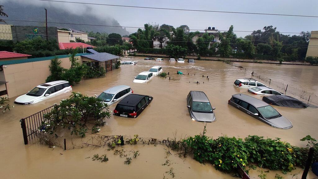 Potret India Luluh Lantak Diterjang Banjir dan Tanah Longsor
