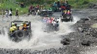 Main Basah-basahan dengan Wisata Jip Lereng Merapi