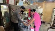 Senangnya Nenek Tari di Sinjai Dihadiahi Kursi Roda dari Istri Kapolri