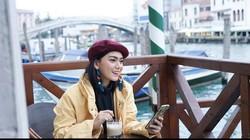 Kecenya Pose Thalita Latief saat Ngopi di Italiadan Prancis