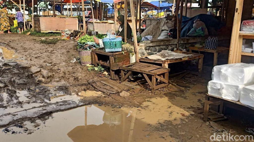 Kondisi Terkini Pasar Darurat Banjarnegara Usai Direndam Banjir