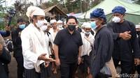Bergaya Bak Foto Model, Erick Thohir Bangga Pake Jaket Ala Pilot