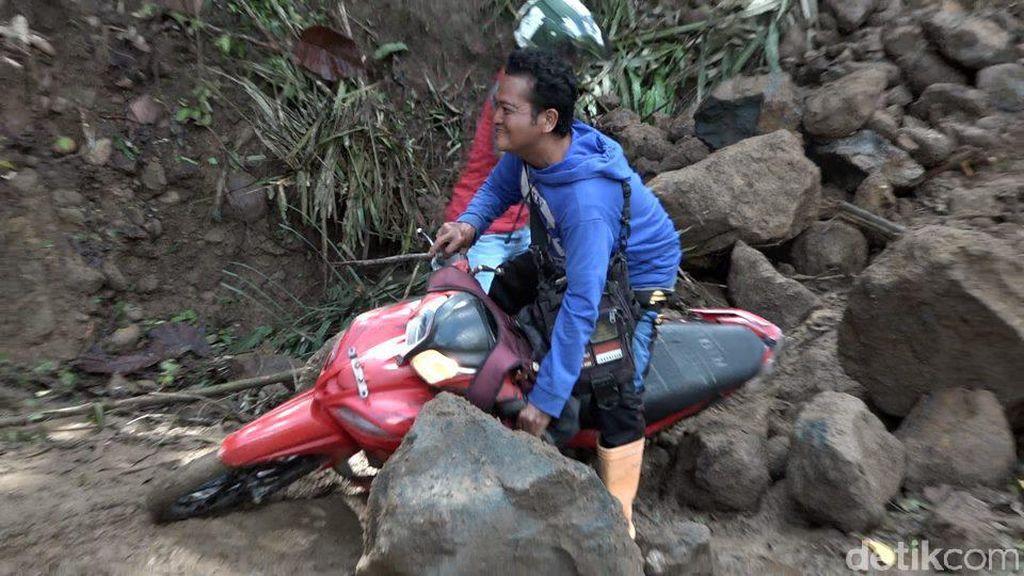 Longsor di Polman Sulbar Tutup Akses Jalan Enam Desa