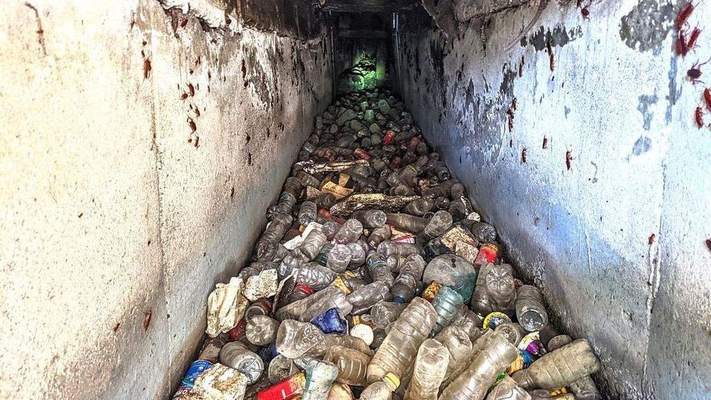 Ngerinya Isi Perut Drainase Kota Bandung yang Dipenuhi Sampah