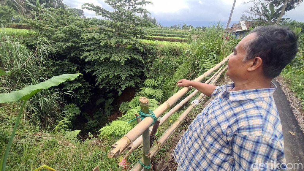 Bekas Lubang Raksasa di Sukabumi Bikin Warga Waswas