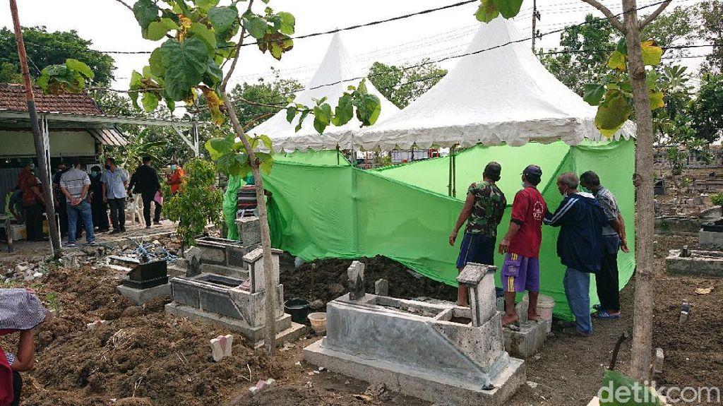 Kematian Dianggap Janggal, Makam Santri di Lamongan Dibongkar