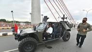 Gaya Jokowi Naik Rantis Saat Resmikan Jembatan Sei Alalak