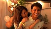 Asmara Putri Benz Hui, Ketemu di Klab Lanjut ke Lamaran