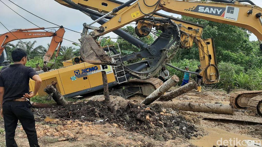 Crane Proyek IPAL di Pekanbaru Amblas, 5 Hari Belum Bisa Dievakuasi