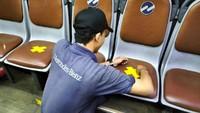 TransJakarta Angkut Penumpang 100%, Tambah Armada-Stiker Jaga Jarak Dicopot