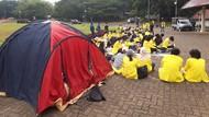 BEM UI Piknik di Depan Gedung Rektorat, Tuntut Statuta UI Dicabut