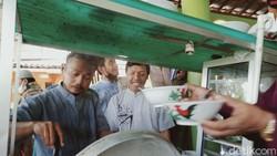 Heboh! Puluhan Jamaah Keroyok Penjual Bakso Keliling di Masjid Klaten