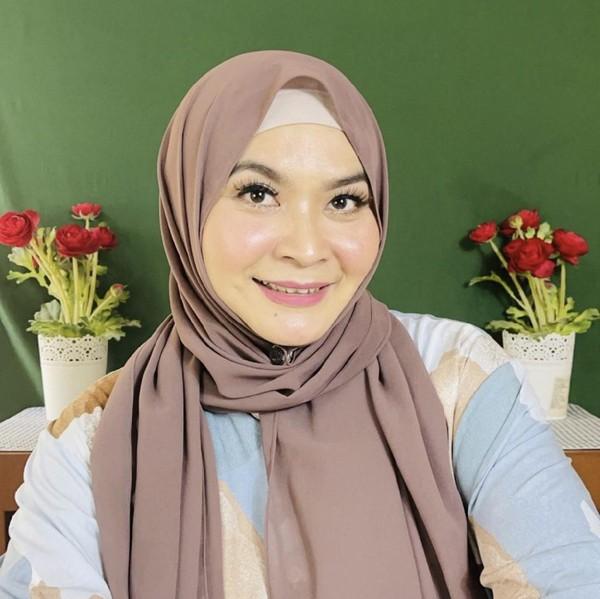 10 Gaya Pelawak Ulfa Dwiyanti Kini Pakai Hijab, Tak Eksis Lagi di Layar Kaca