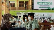 Ribuan Santri di Tangerang Ikut Vaksinasi