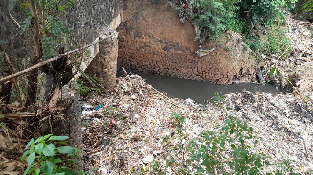 Demi #CegahBanjir, Warga Minta Pemkab Bekasi Bereskan Sampah Kali Jambe