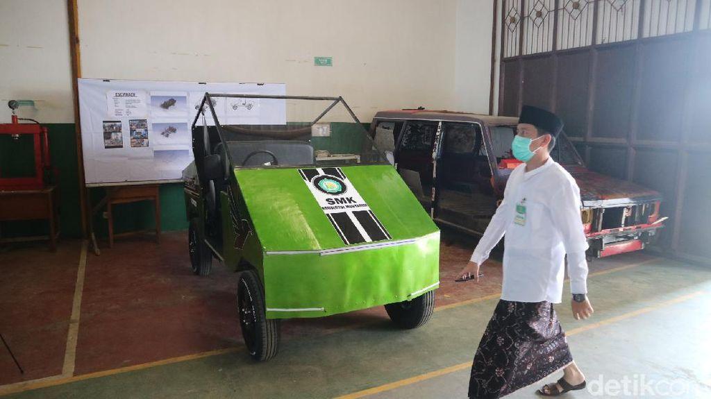 Top! Santri SMK Asal Jepara Ini Ciptakan Mobil Listrik yang Bisa Tempuh Ratusan Kilometer