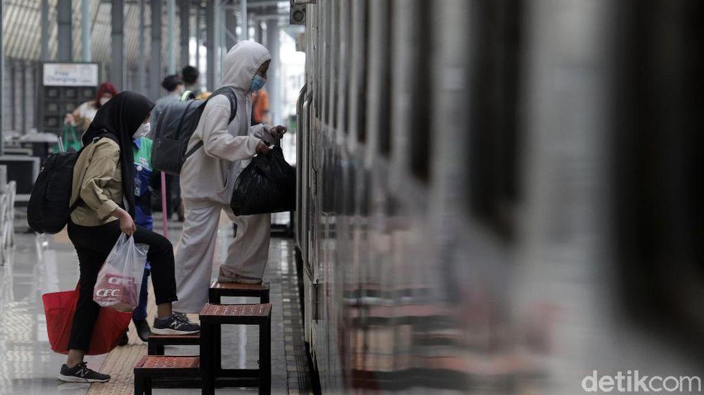 Syarat Perjalanan Terbaru PPKM Level 2 Jawa Bali, Cek di Sini!