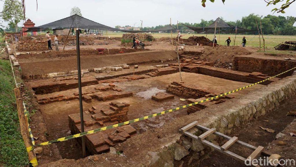 Tempat Pemujaan Ditemukan di Candi Tribhuwana Tunggadewi