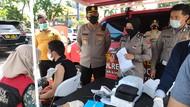 Polisi Sidoarjo Jaring Pemotor Melintas di Perbatasan Kota untuk Vaksinasi
