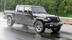Segini Konsumsi Bensin Pick-Up yang Beratnya Lebih dari 2 Ton, Jeep Gladiator Rubicon 2021