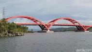 Bikin Susah Move On, Tengok Lagi Megahnya Jembatan Merah Youtefa Jayapura