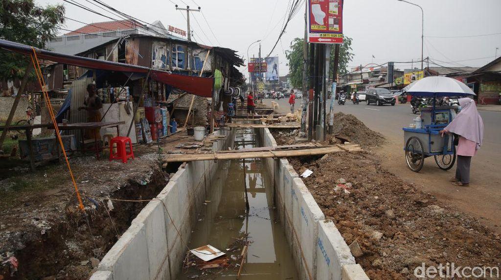 Pembangunan Saluran Air Jalan Pekayon Bekasi Terus Digenjot