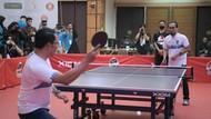 Buka UAH Super Series, Ridwan Kamil Adu Tenis Meja Vs Ustaz Adi Hidayat