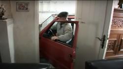 Mobil Cupu tapi Skil Suhu! Kakek 87 Tahun Jago Parkir di Garasi Sempit