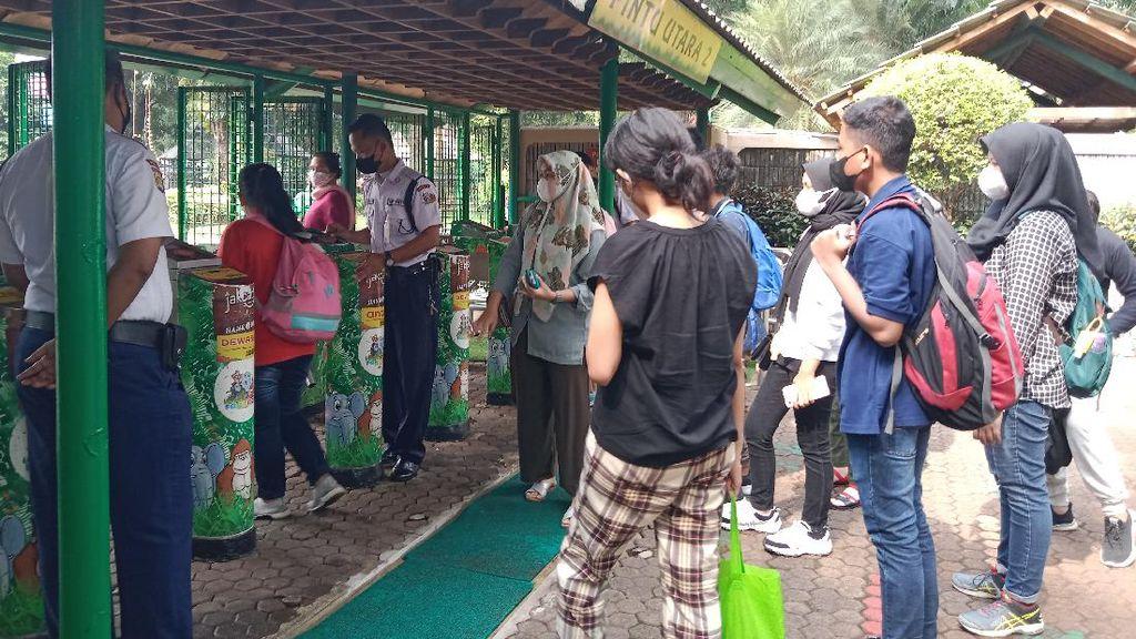 Dibuka Lagi, Taman Margasatwa Ragunan Diserbu Pengunjung