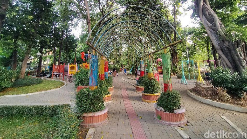 8 Taman Kota Uji Coba Buka, Warga Surabaya Riang Gembira