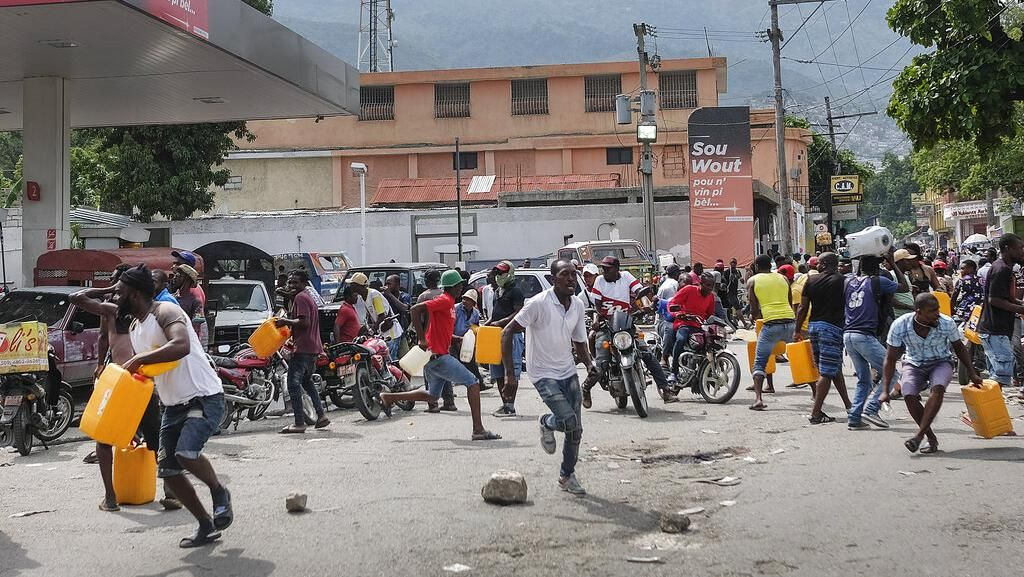 Haiti Krisis BBM! Warga Ngamuk Bakar Ban-Blokir Jalan
