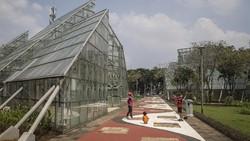 Kembali Dibuka, Begini Suasana di Taman Jakarta Saat Akhir Pekan