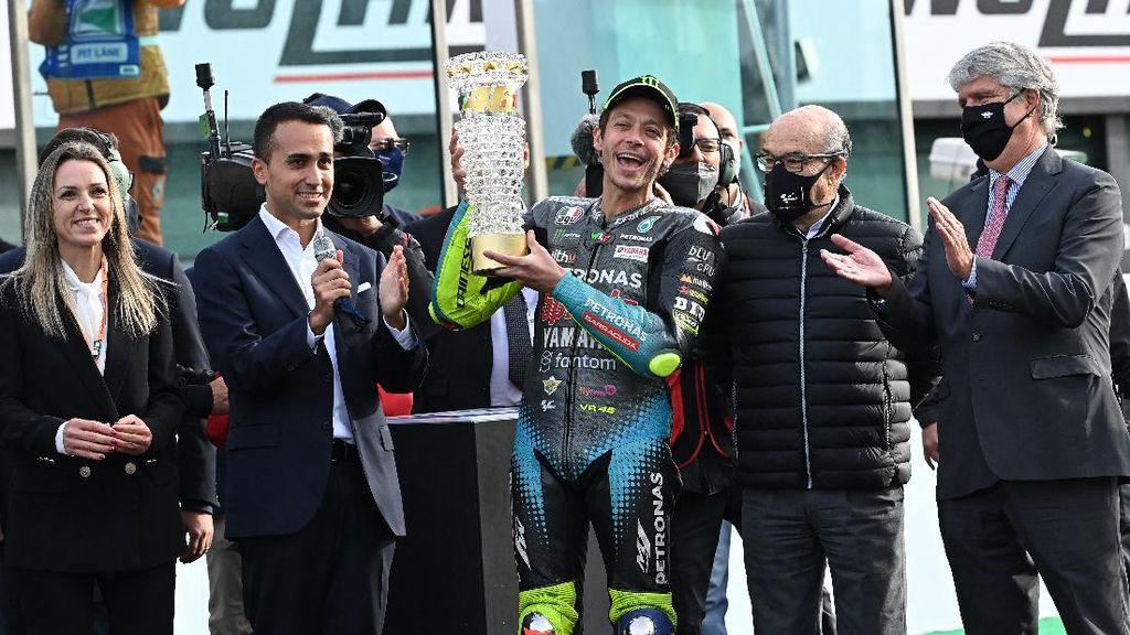 Pesta Perpisahan Emosional Valentino Rossi di MotoGP Emilia Romagna