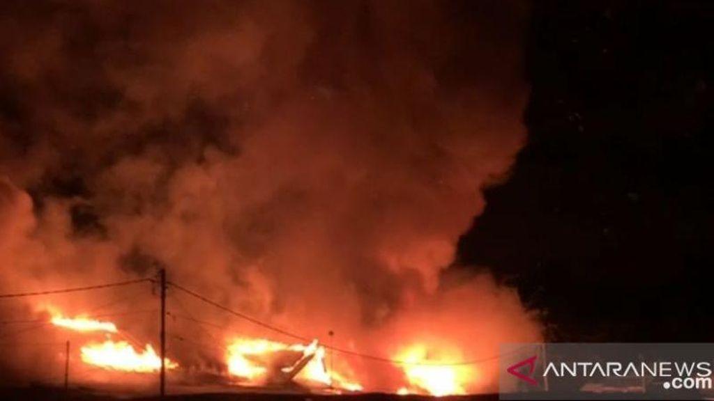Kebakaran di Pasar Sentral Wosi Manokwari, Puluhan Kios Dilalap Api