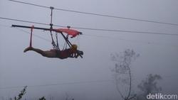Uji Nyali di Zipline Gunung Telomoyo Magelang