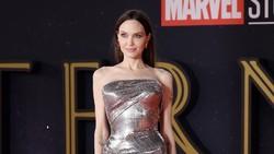 7 Momen Glamor Angelina Jolie dan 2 Putrinya di Red Carpet Eternals
