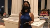 Pesona Anindita Hidayat dengan Mini Dress Biru