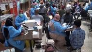 Antusias Warga Malang Ikuti Vaksinasi Pfizer di Transmart