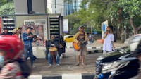 Berliana Lovell Terciduk Ngamen di Jalanan