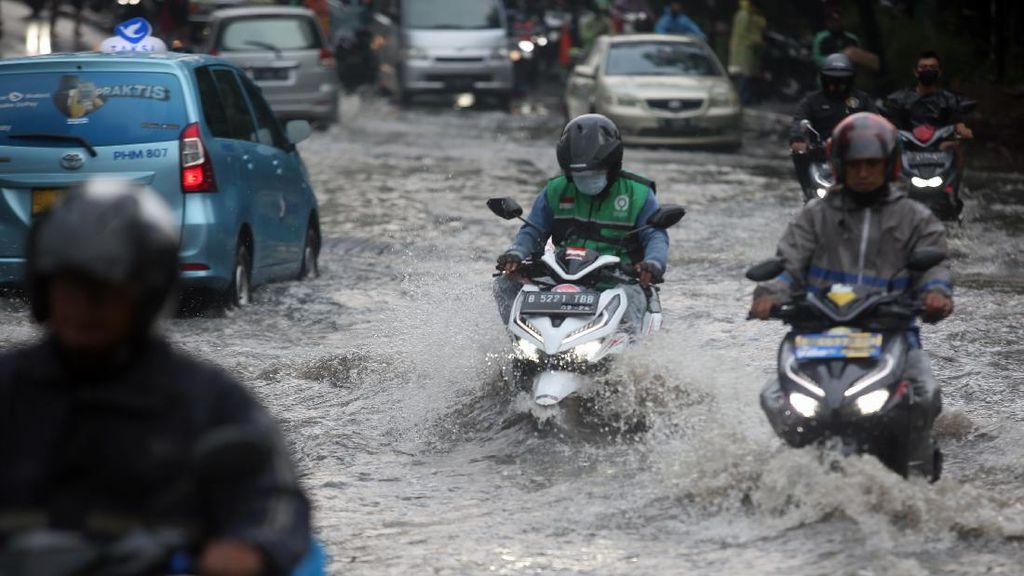 Buruknya Drainase Bikin Jakarta Banjir