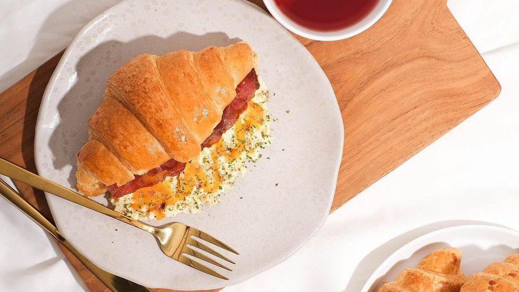 Berbagai Macam Menu Croissant Ada di Kafe Ini, Cobain Yuk!