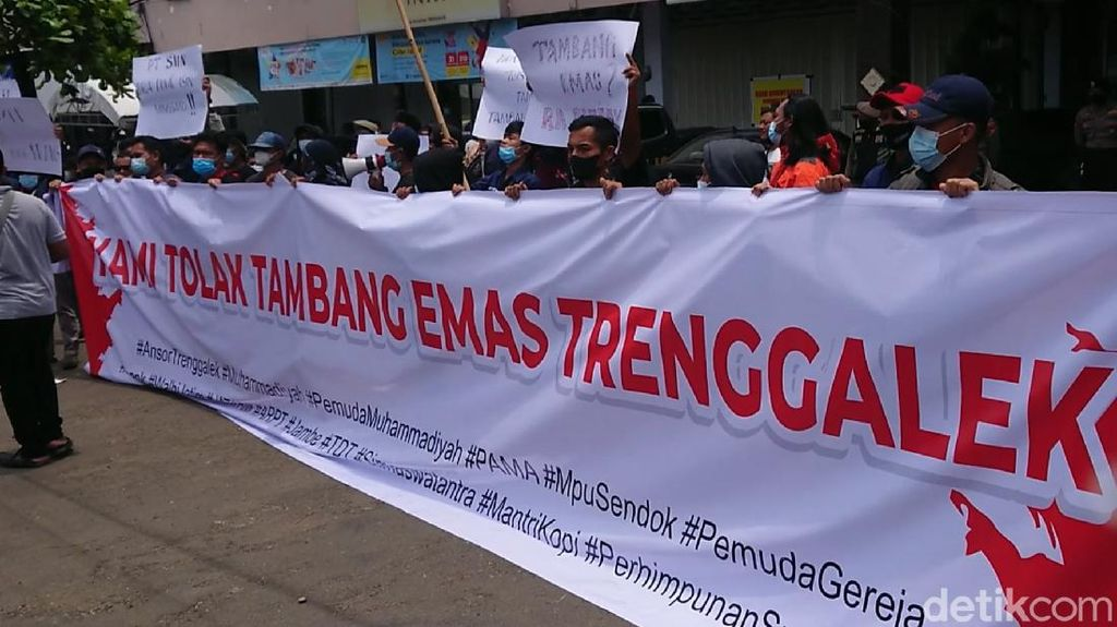 Puluhan Aktivis Lintas Organisasi di Trenggalek Demo Tolak Tambang Emas