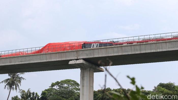 LRT Tabrakan di Cibubur, Kabinnya Rusak Parah