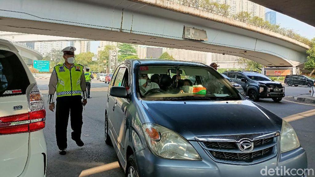 Ganjil Genap di Tomang, Puluhan Kendaraan Pelat Genap Diberhentikan