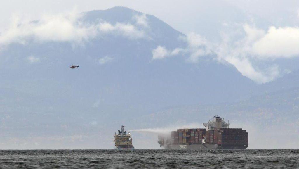 Kapal Kargo Terbakar di Lepas Pantai Kanada, Keluarkan Gas Beracun